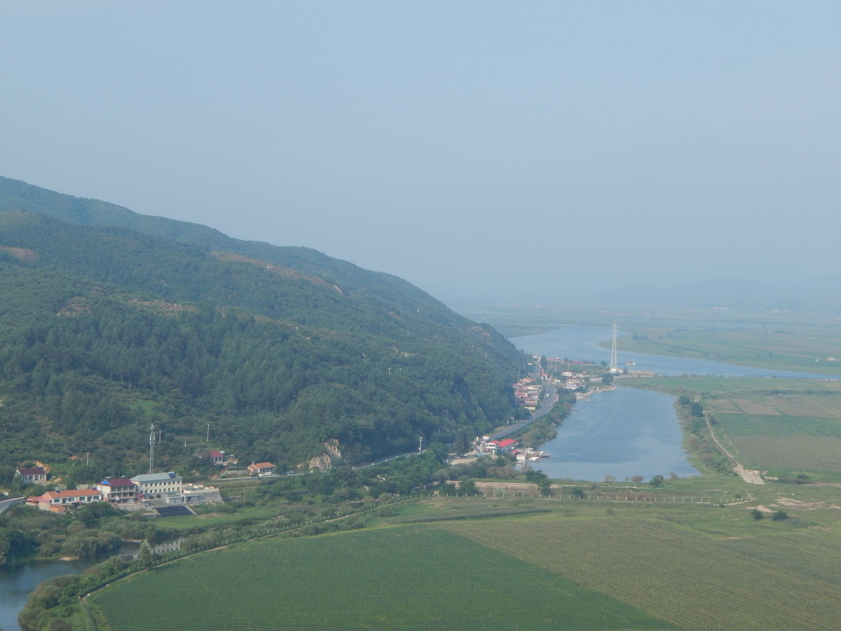 The views from Tiger Mountain. On the left of the tributary is China and on the right are the fields of North Korea.