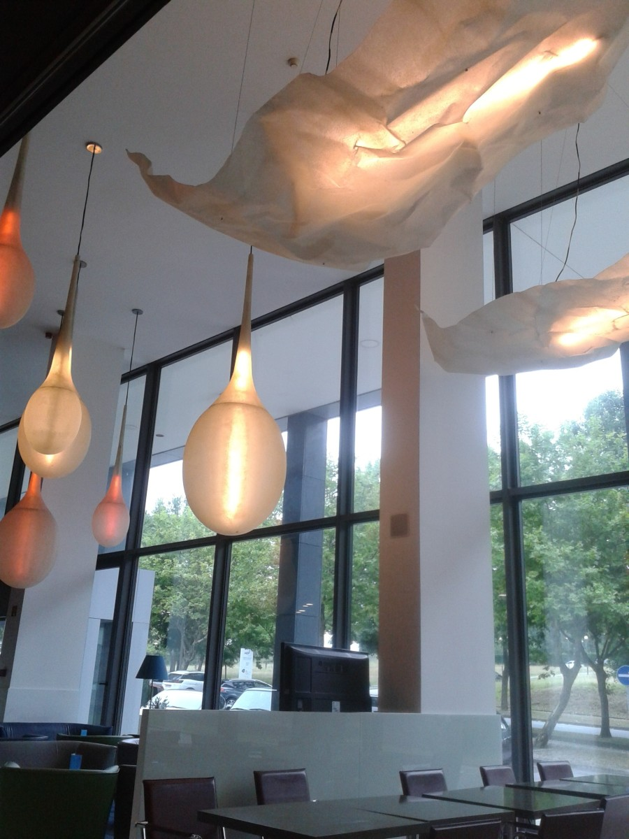 Artistic lighting in Holiday Inn Express Porto Exponor.