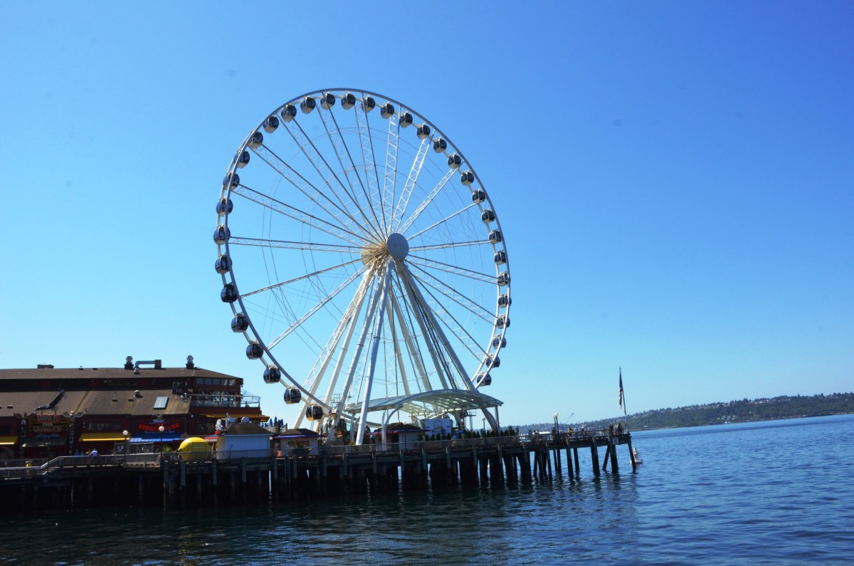 Seattle Great Wheel located right on the water in downtown Seattle