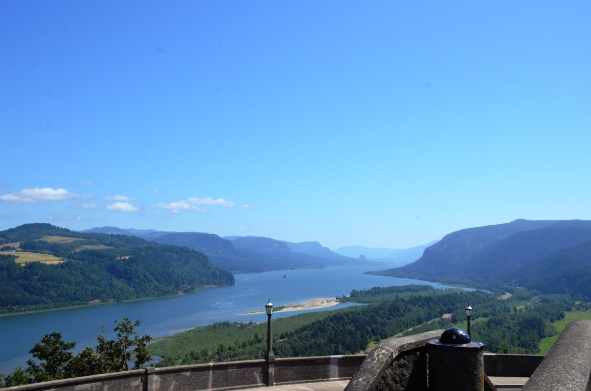 Westward view of the Columbia River from Vista House