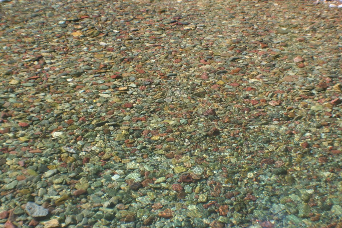 Pebbles through the water of Haystack Creek