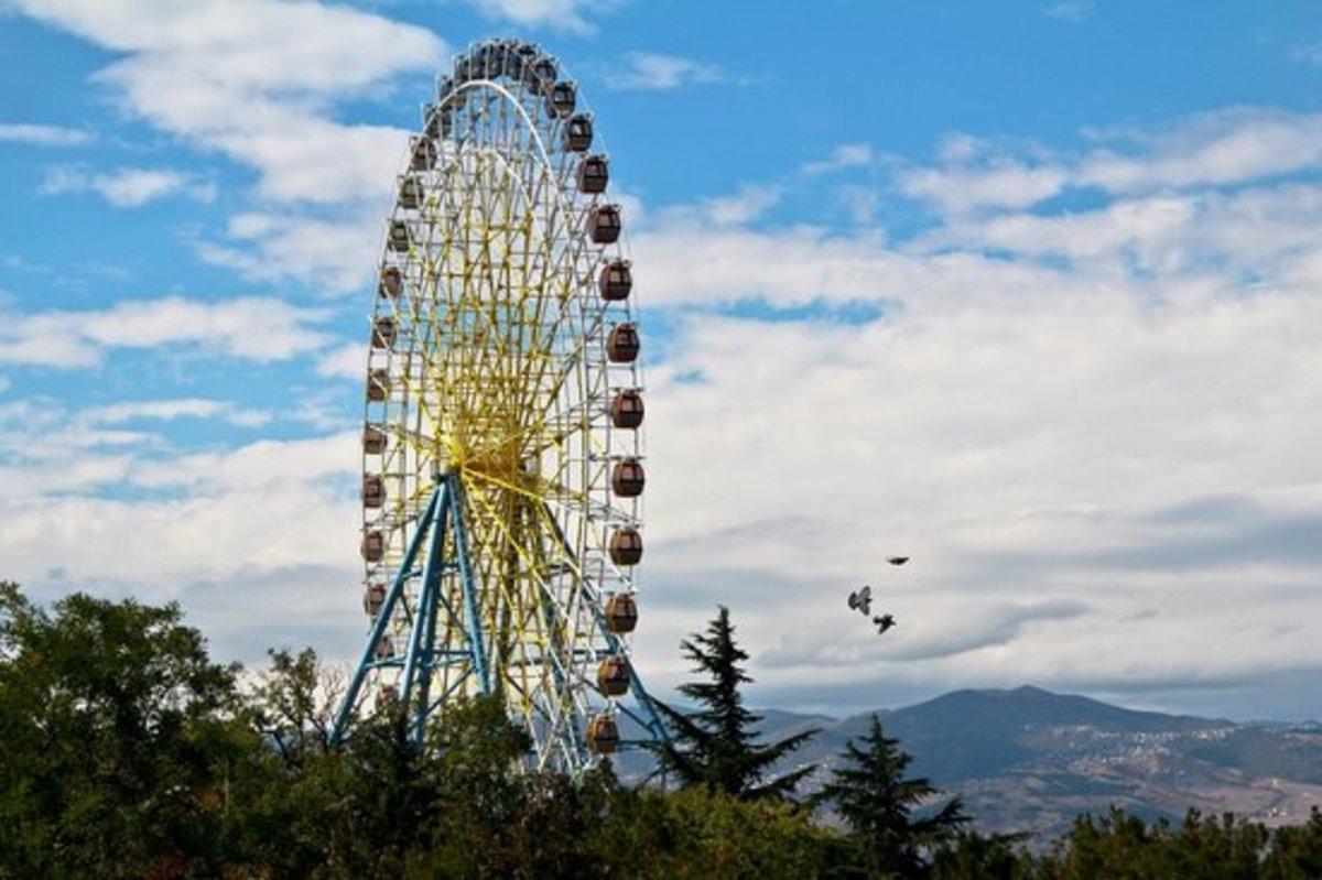 Mtatsminda Park's Giant Ferris Wheel