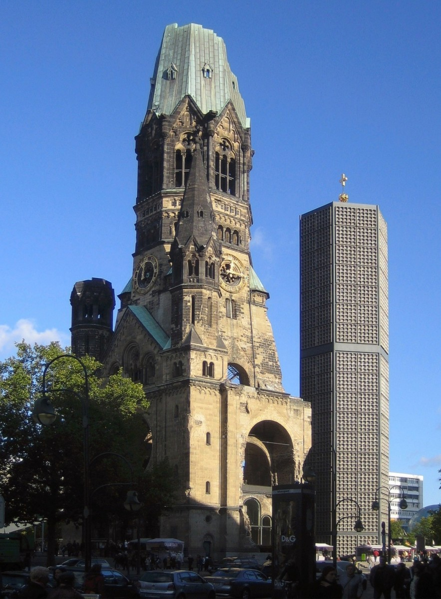 One church, two architectural styles at the Memorial Church (Gedächtniskirche)