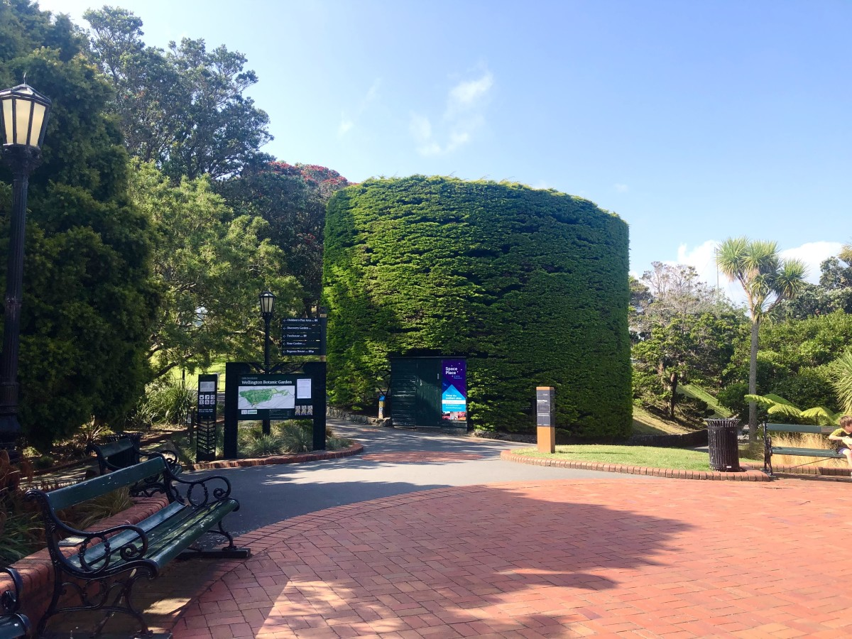 The Entrance to the Botanic Gardens and the Carter Observatory
