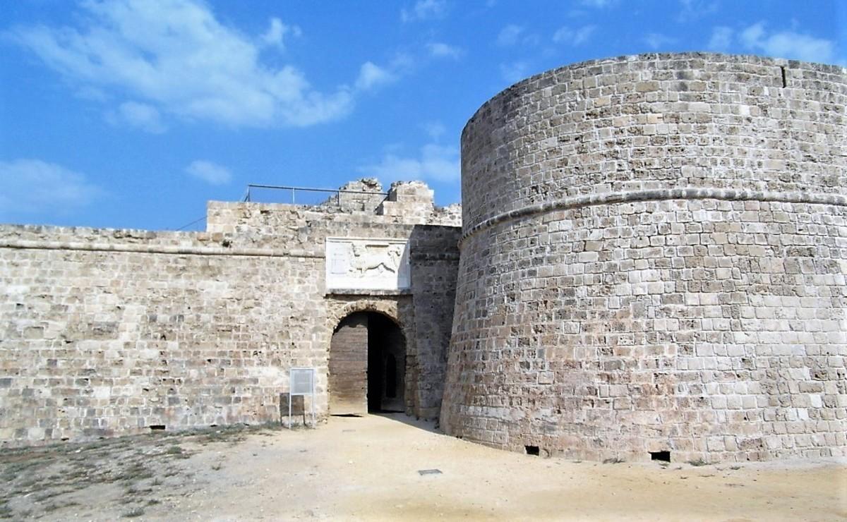The entrance to Othello Castle.