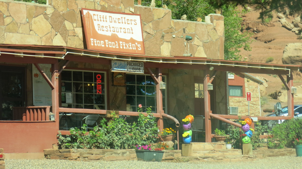 Cliff Dweller Restaurant that Blanche and William Russell eventually built as part of their restaurant and motel complex in Marble Canyon next to the field of boulders.