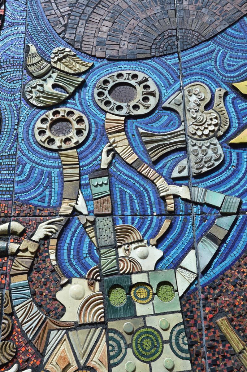 "Táin Bó Cuailgne mosaic mural by Desmond Kinney (1974) mosaic mural of the Irish epic ""Táin Bó Cúailnge""  (The Cattle Raid of Cooley)"