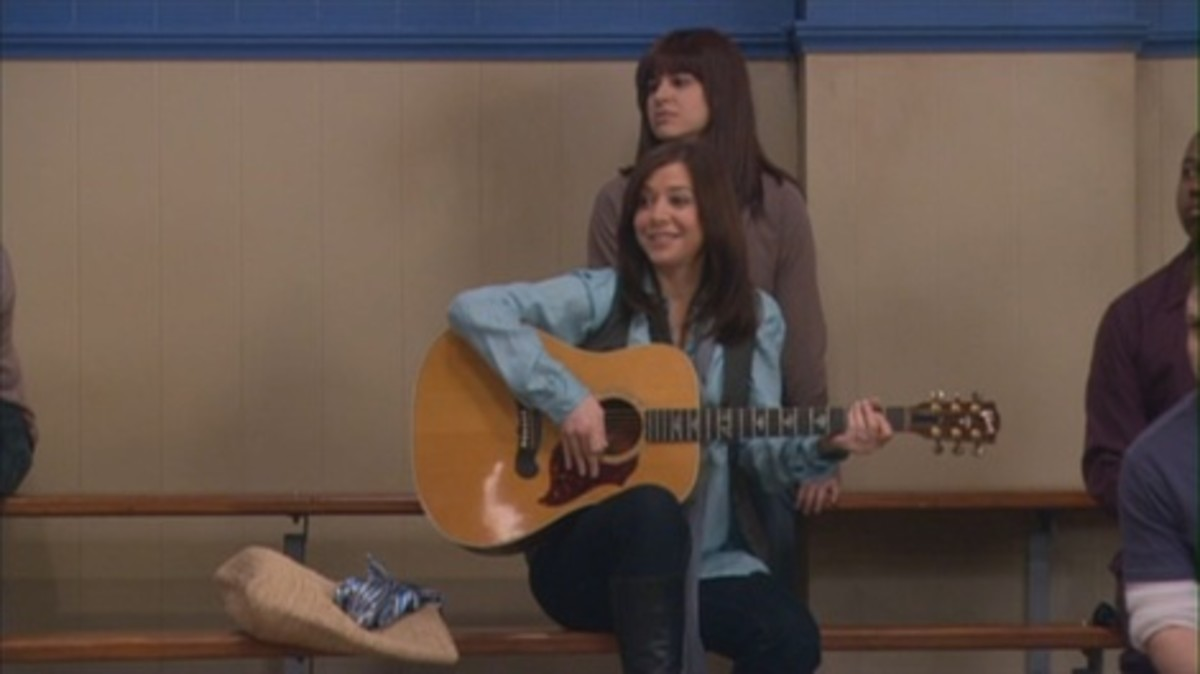 Different methods were used to hide the pregnancies of Alyson Hannigan and Cobie Smulders on How I Met Your Mother, including  hiding behind a basketball rack, using big purses and playing the guitar.