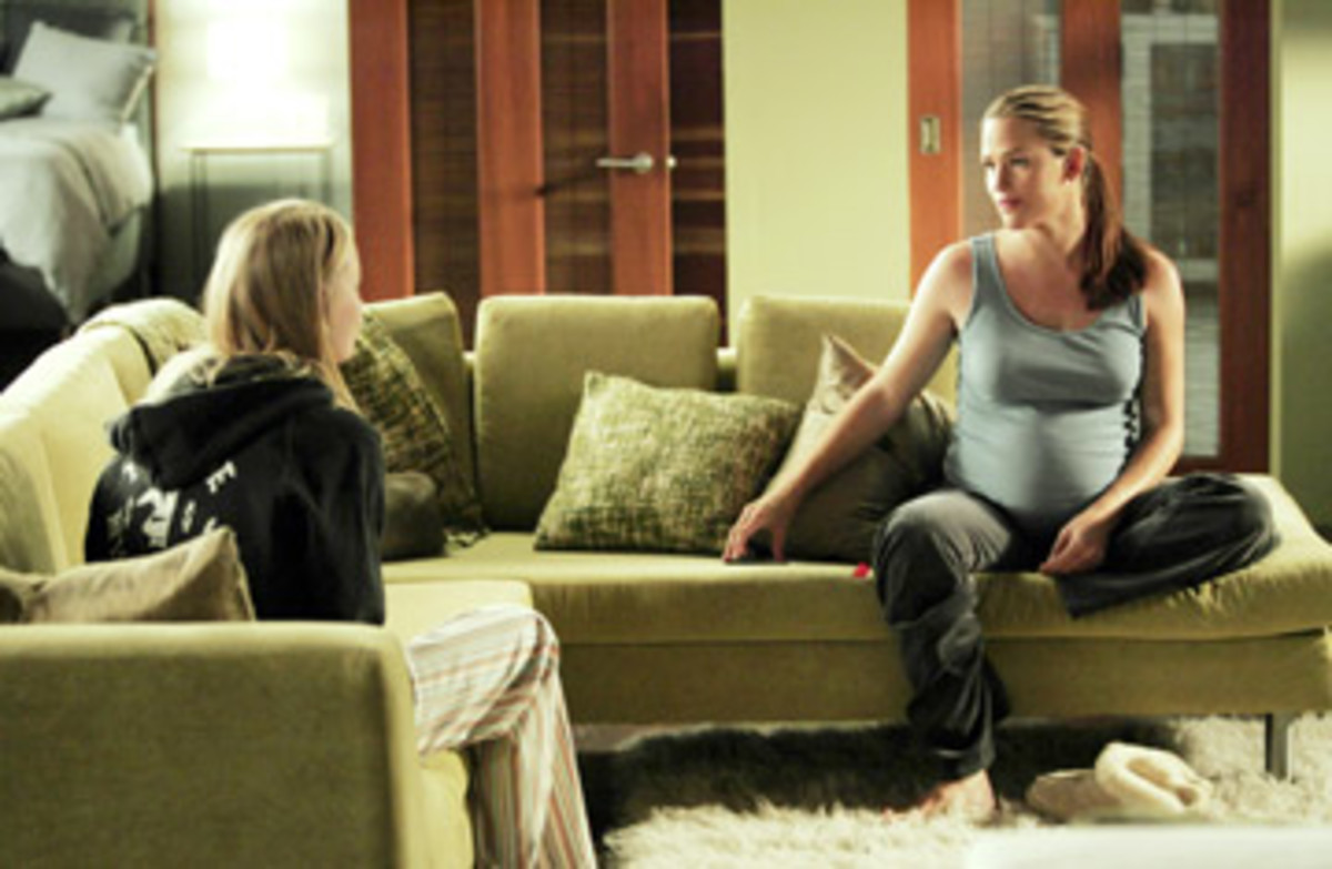 Jennifer Gardner's pregnancy is incorporated into the plot of Alias.