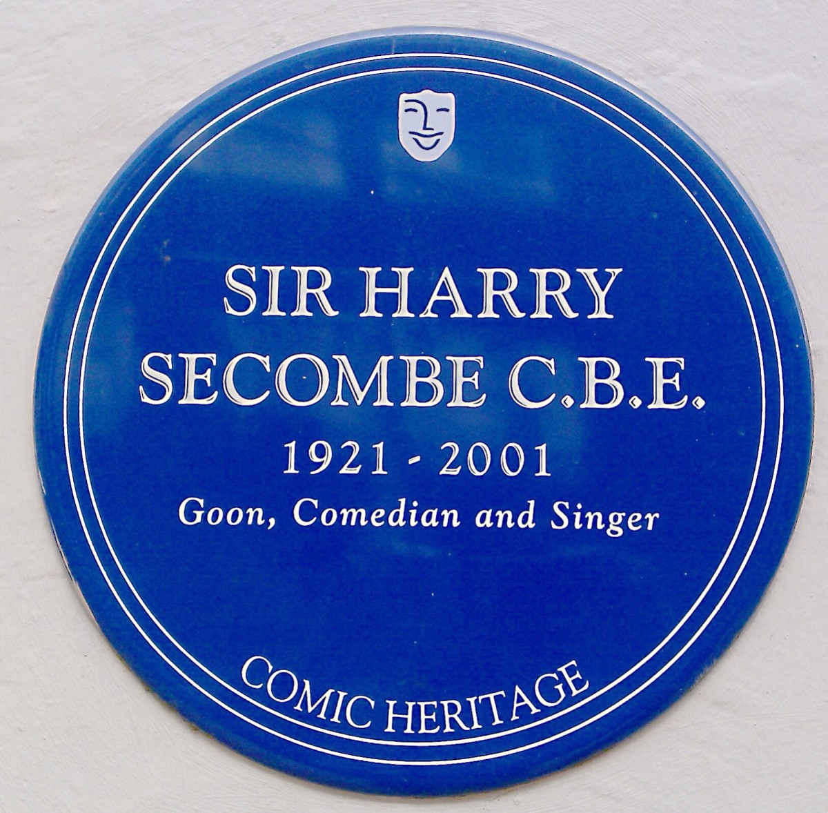 The Heritage Foundation in the United Kingdom creates blue plaques to honour entertainers.
