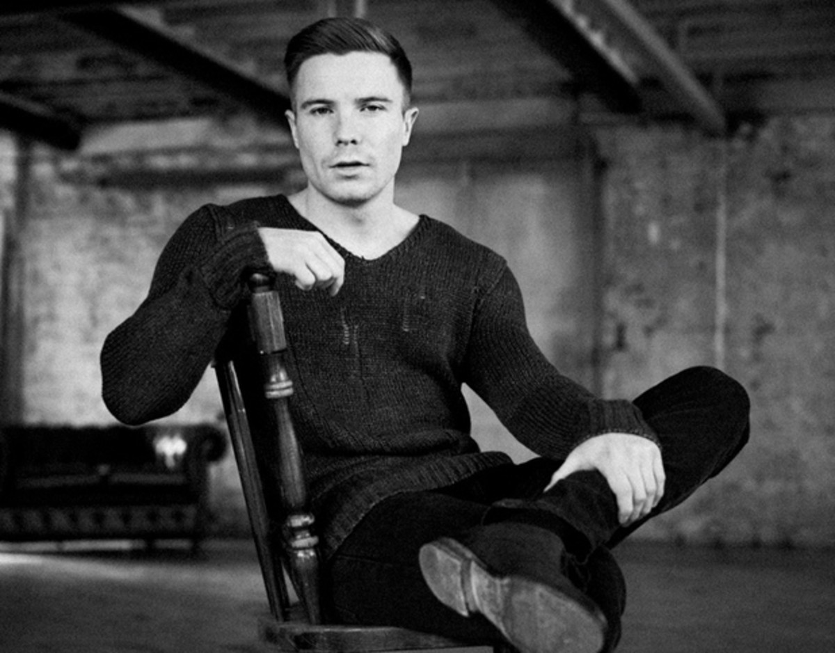 Joe Dempsie (looking mighty sexy and sophisticated) now!