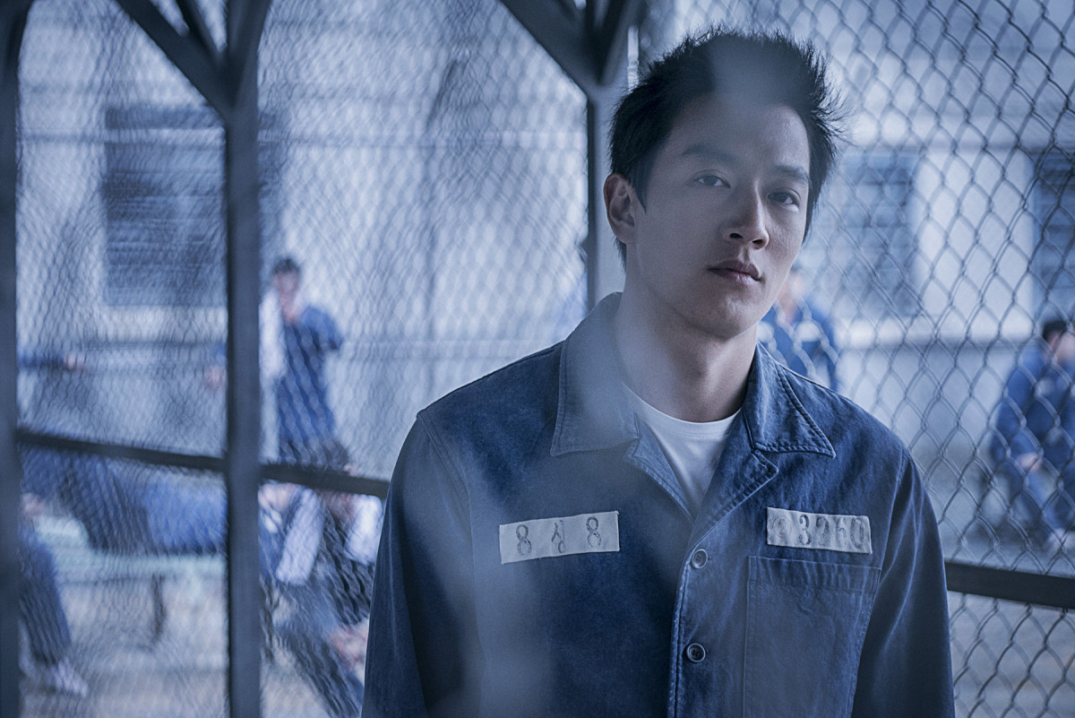 "Kim Rae-won as Song Yu-gon in ""The Prison."""