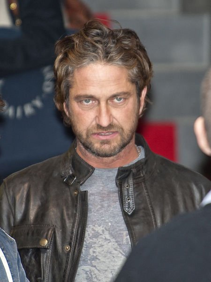 Gerard Butler has mismatched ears.