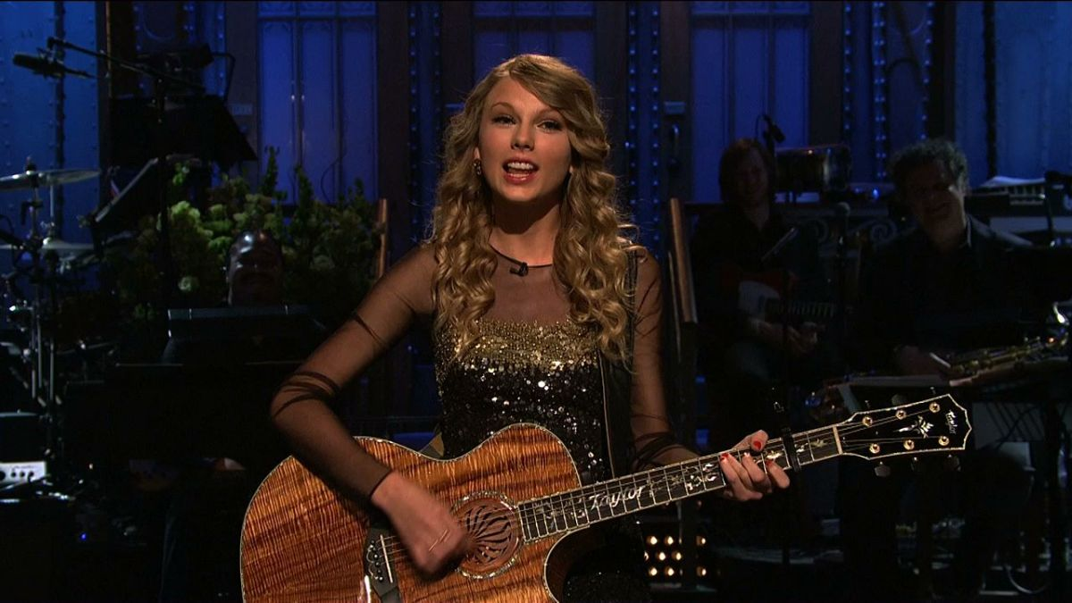 Taylor Swift performing her opening monologue in 2009.