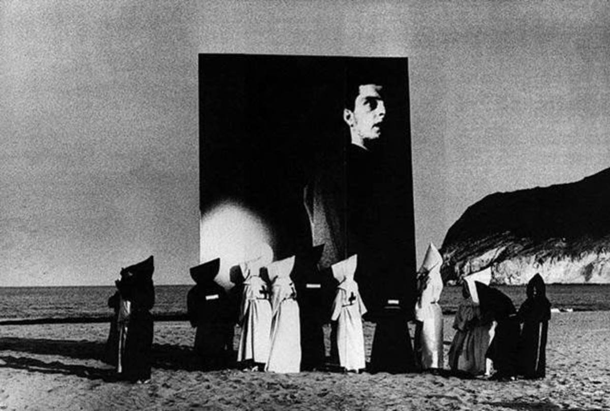 performing-mimicry-re-representing-ian-curtis-in-control