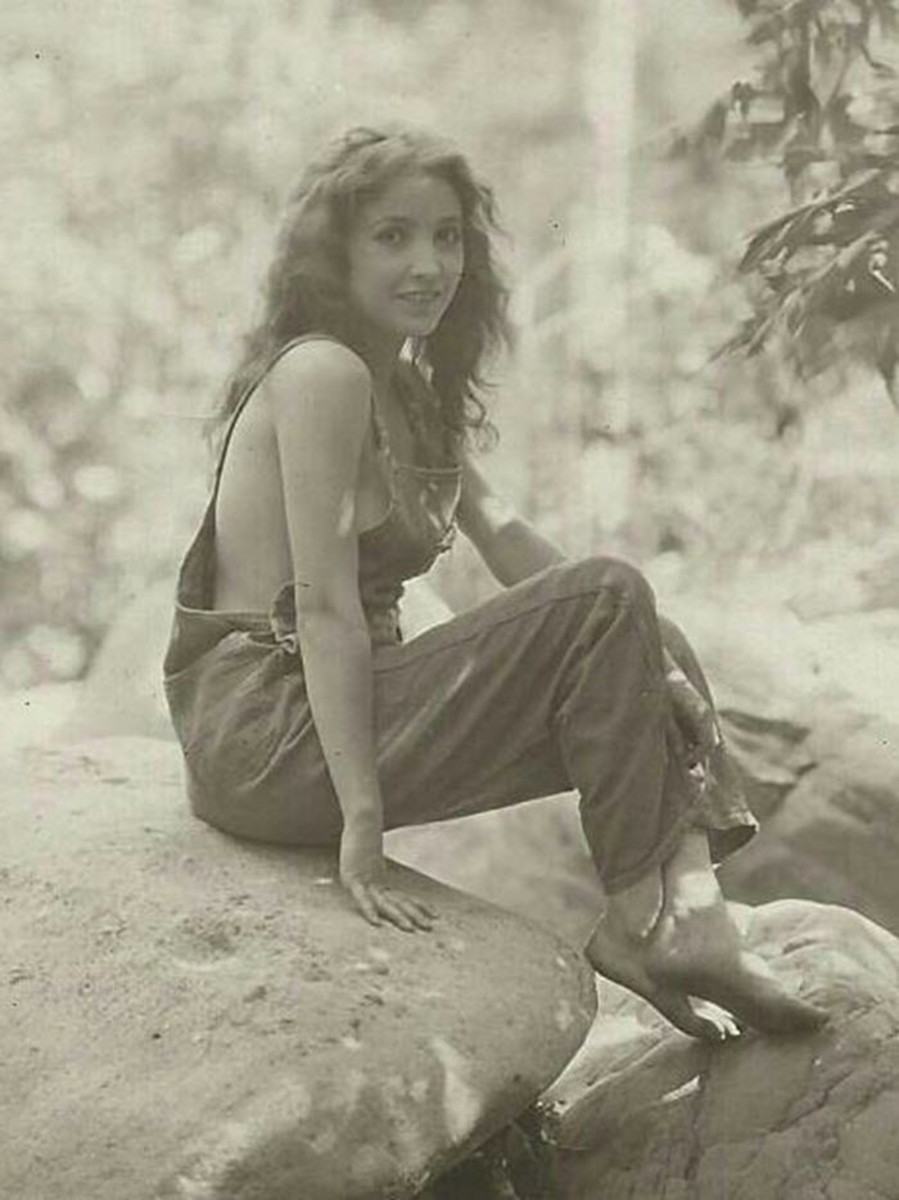 Bessie Love. This picture was taken in the Twenties but it is remarkably modern. It could just as well have been photographed in the 60's or 70's.