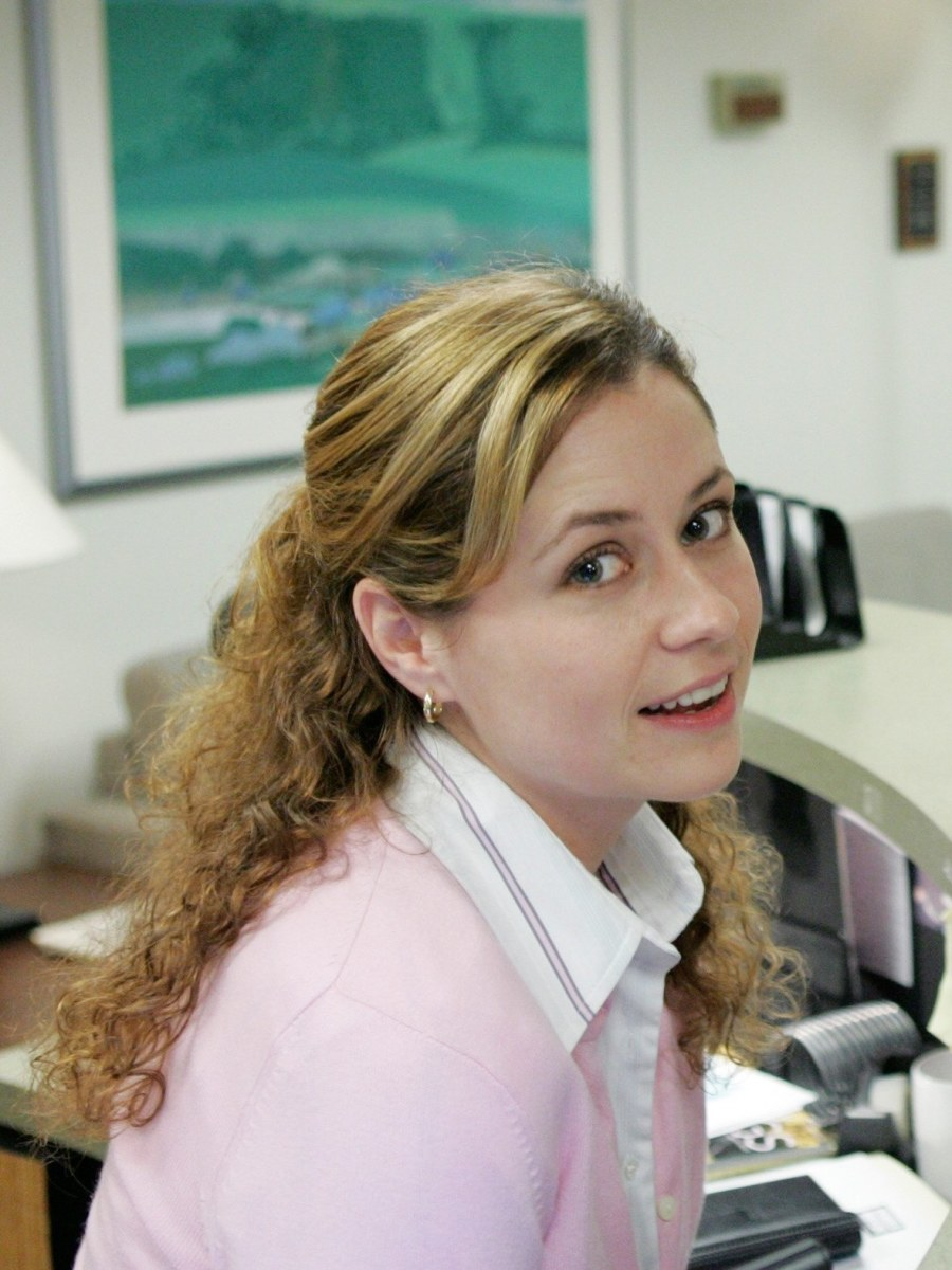 Jenna Fischer as Pam Beasley in Season 1 of The Office.