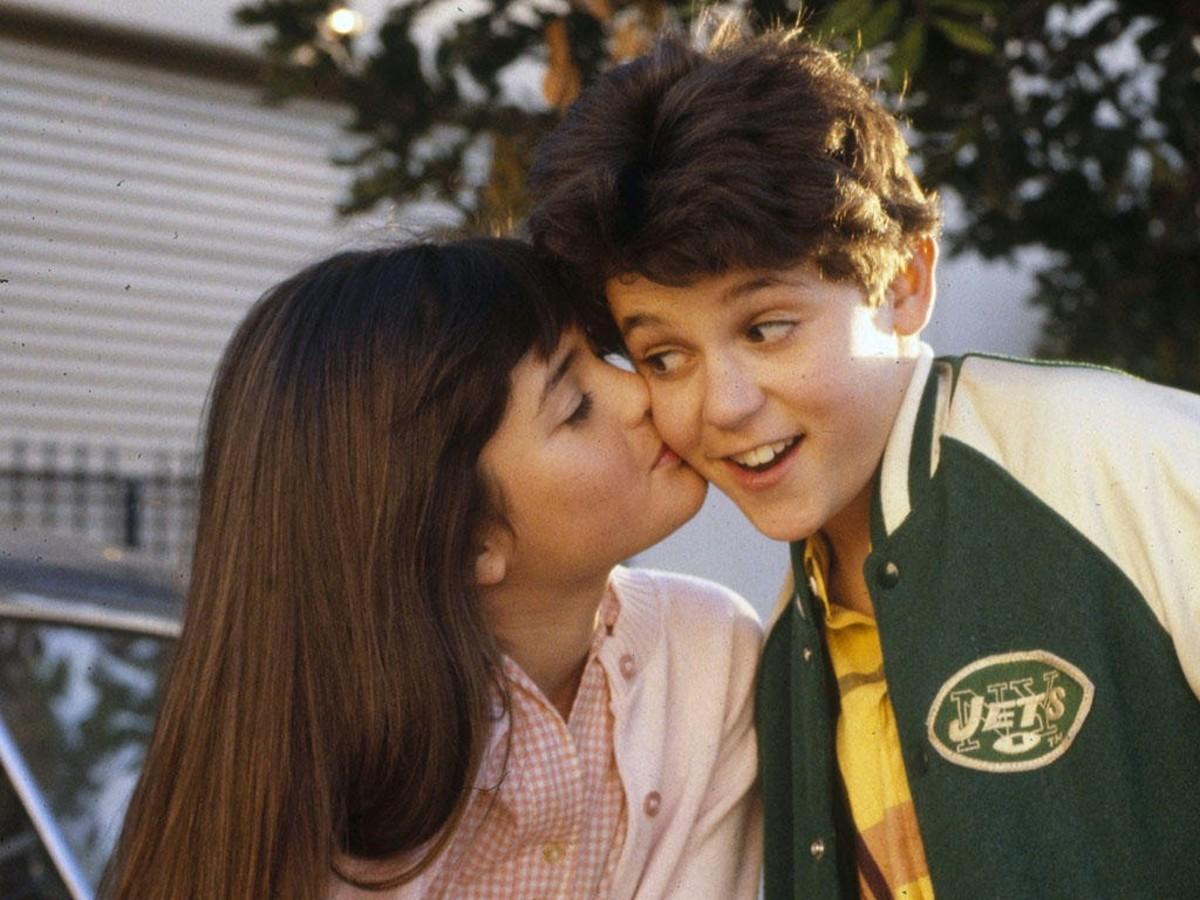 Danica McKellar (Winnie) & Fred Savage (Kevin).