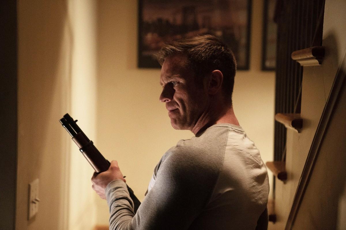Devon Sawa as Hunter Dunbar.