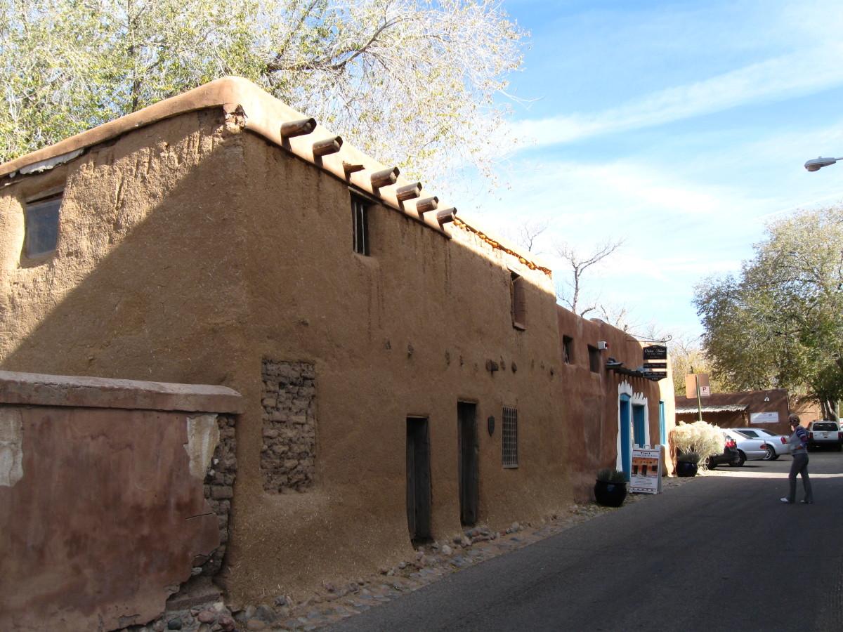 View of front of Santa Fe's Casa Vieja de Analco
