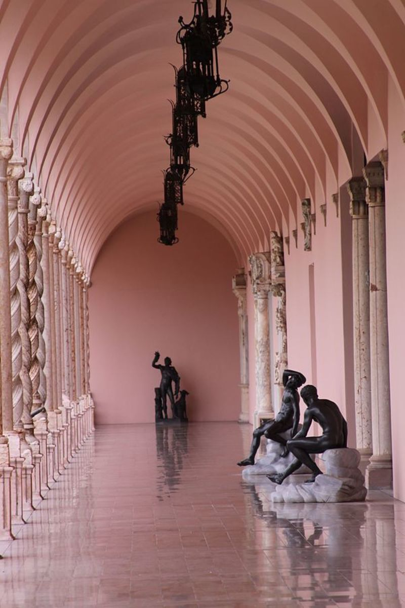 Courtyard of The John and Mable Ringling Museum of Art. Sarasota, Florida.