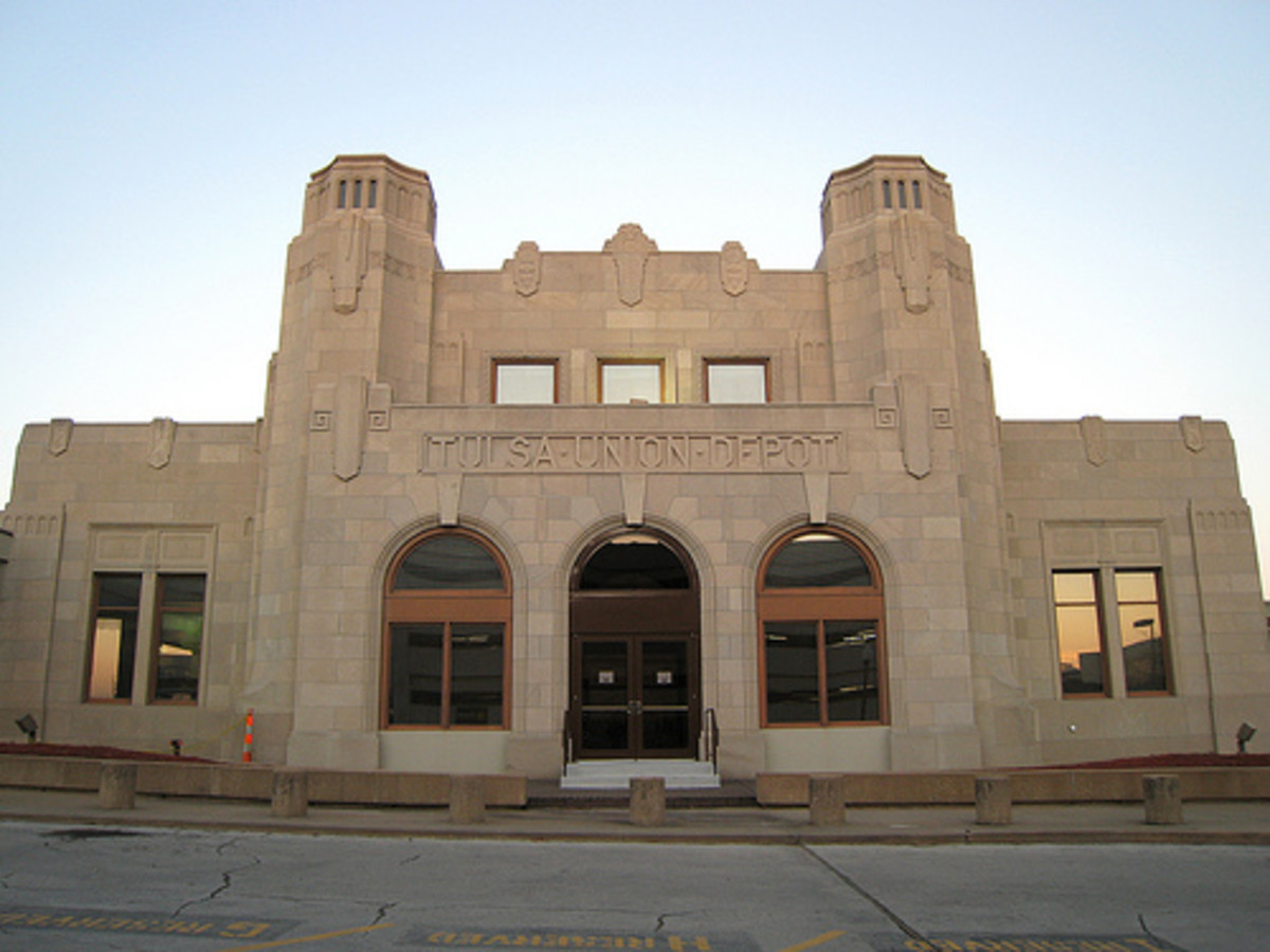 Tulsa Union Depot, now the Oklahoma Jazz Hall of Fame.  Elements of the Zigzag Art Deco architectural style are noticeable, but these elements are not as highly pronounced.  This is an excellent example of the Classic Moderne Art Deco style.