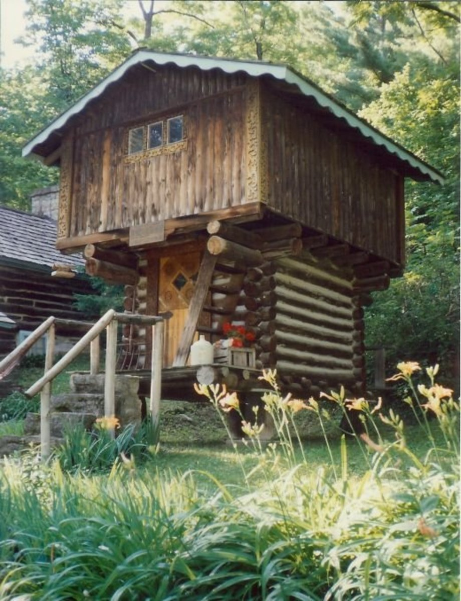 The Stabbur (storage house) used to protect food at Little Norway