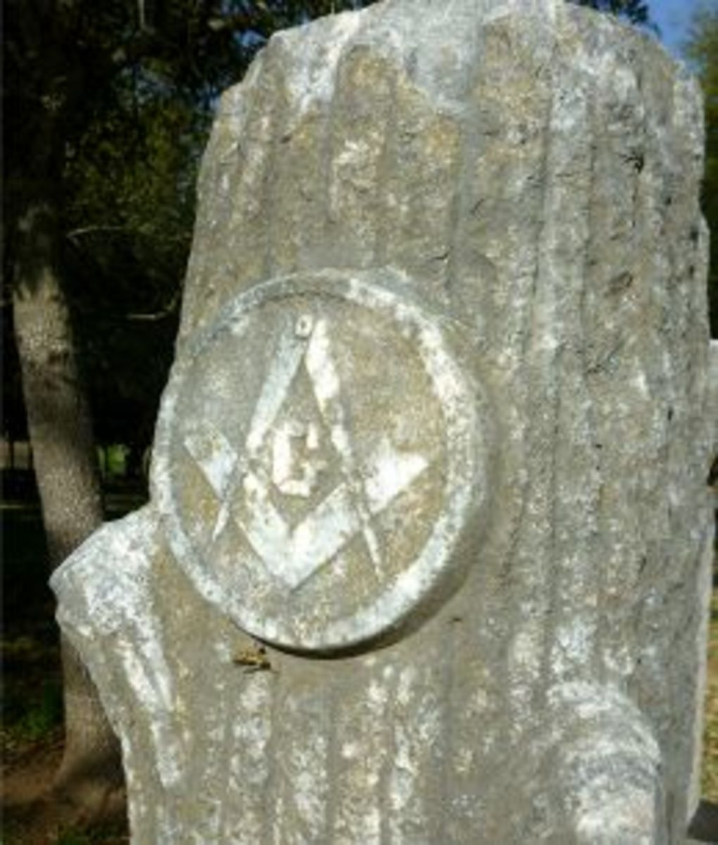 Note the square and compass design (Masonic symbol) on this Woodmen monument