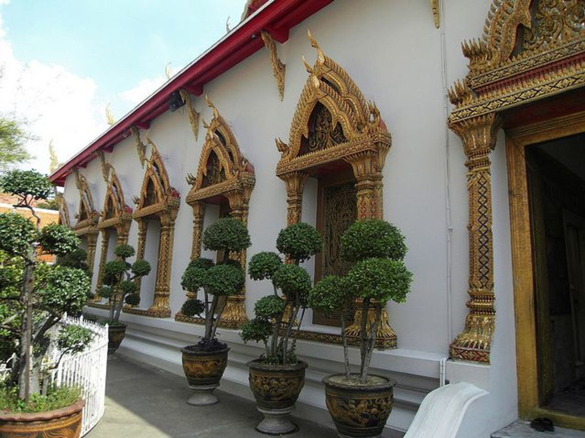 Wat Chana Songkhram (just opposite the western end of Khao San Road - If you see this huge temple than you've found Soi Rambuttri