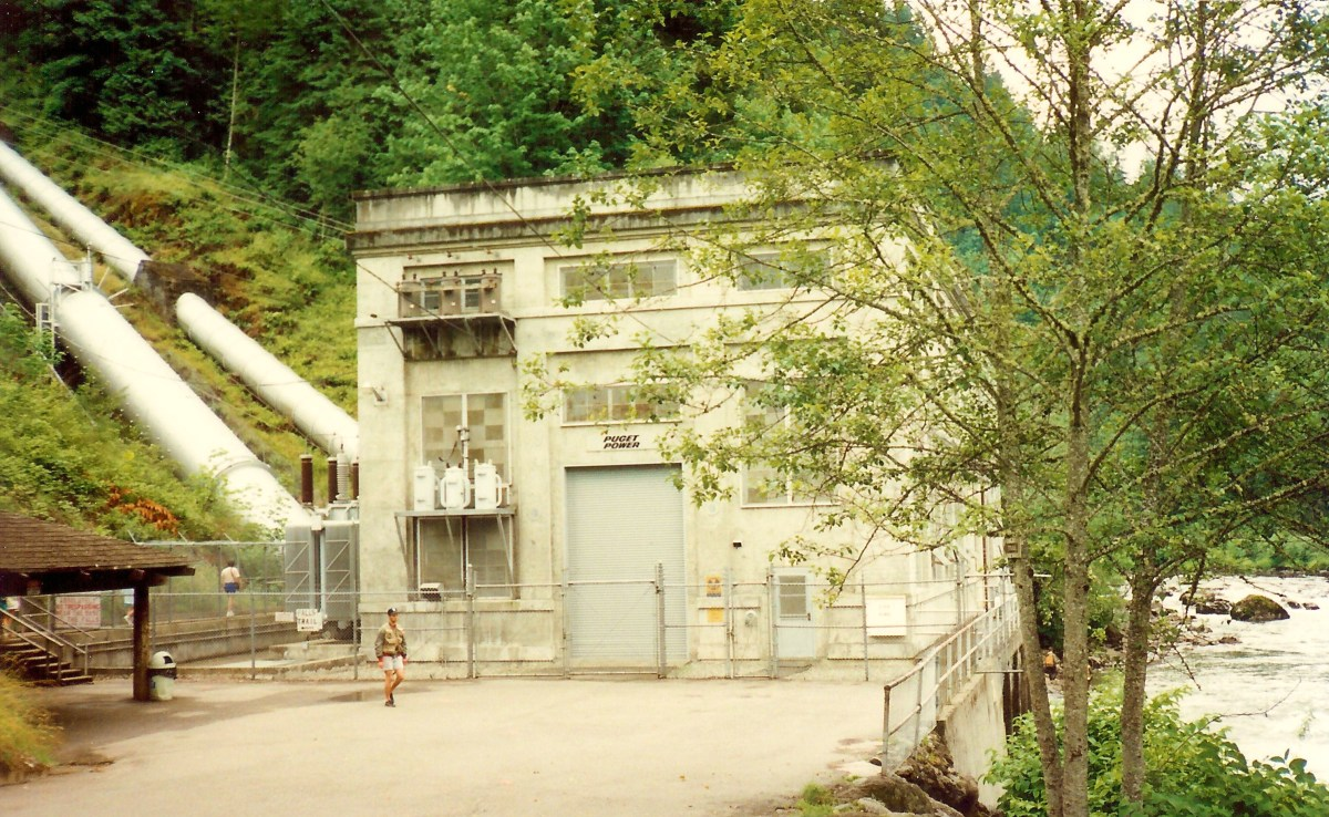 Pictures of the 1898 hydroelectric power plant  by Snoqualmie Falls