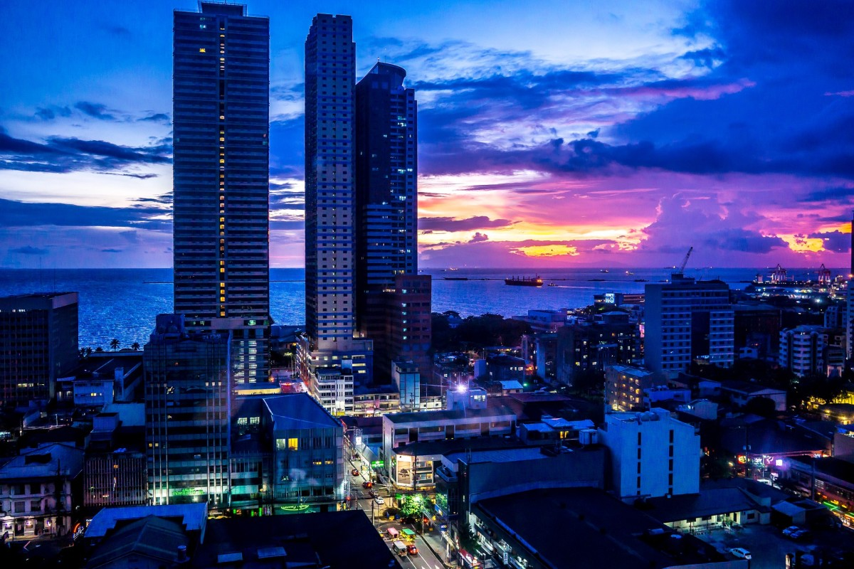 The beautiful Manila Bay at night.