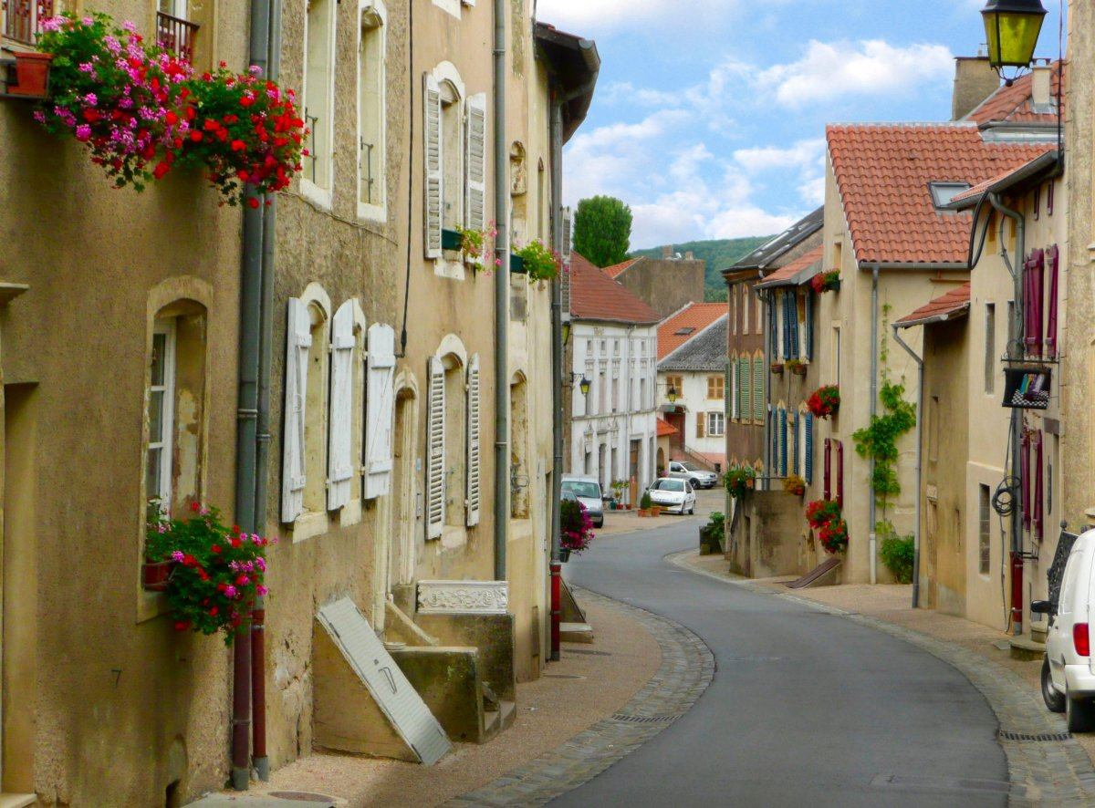 One of the streets of Rodemack and its charming houses.