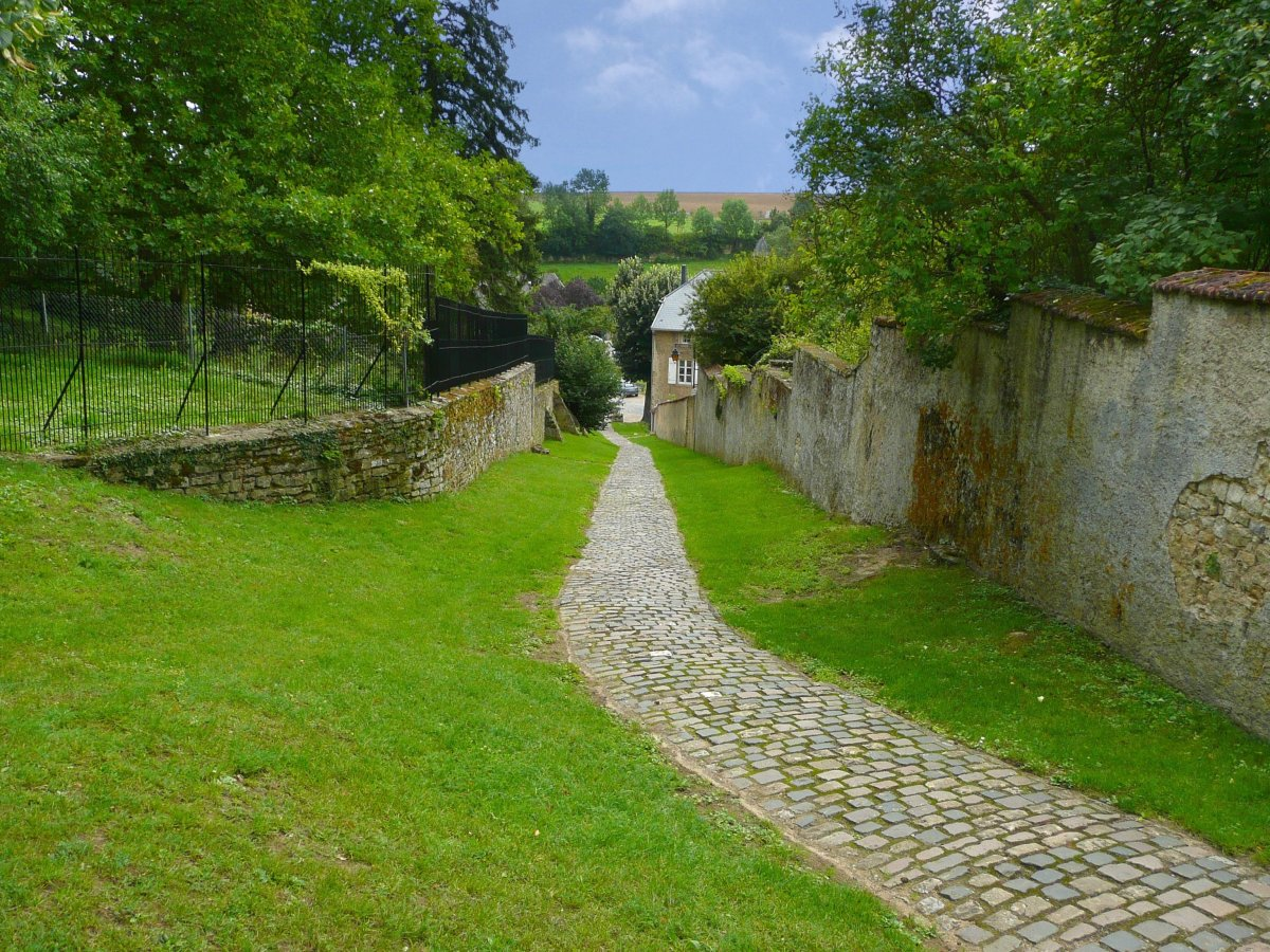 A narrow path running parallel to the fortification wall.