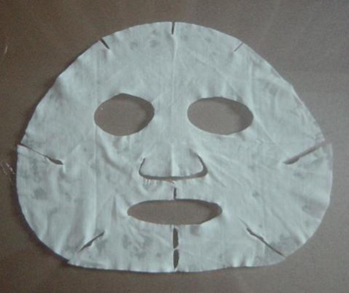 Moisturizing face mask for tranfers