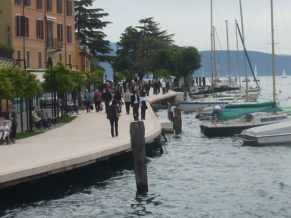 a-rough-guide-to-italy-a-boat-trip-on-lake-garda