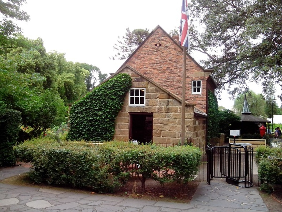 Cooks' Cottage in Fitzroy Gardens.