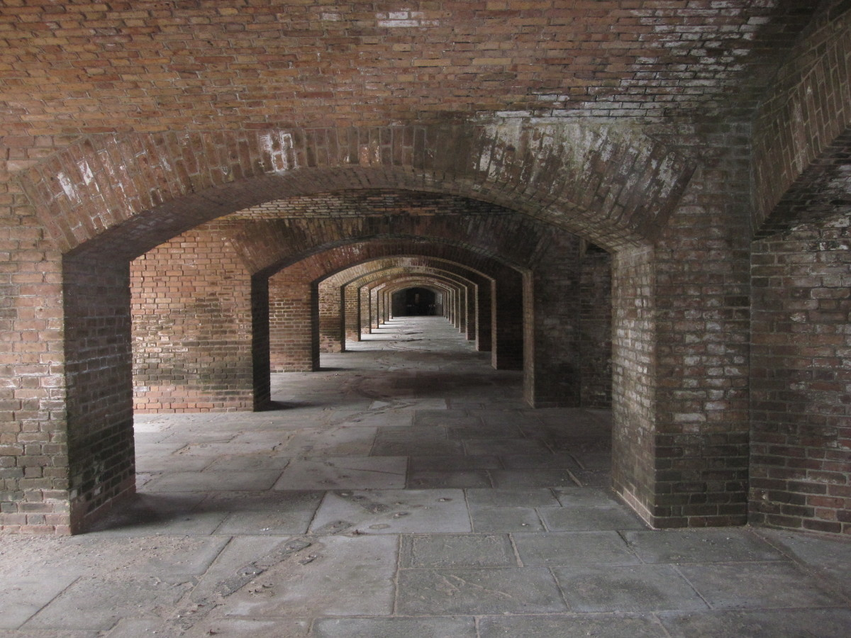A row of arches connecting the casements on the bottom tier of the fort