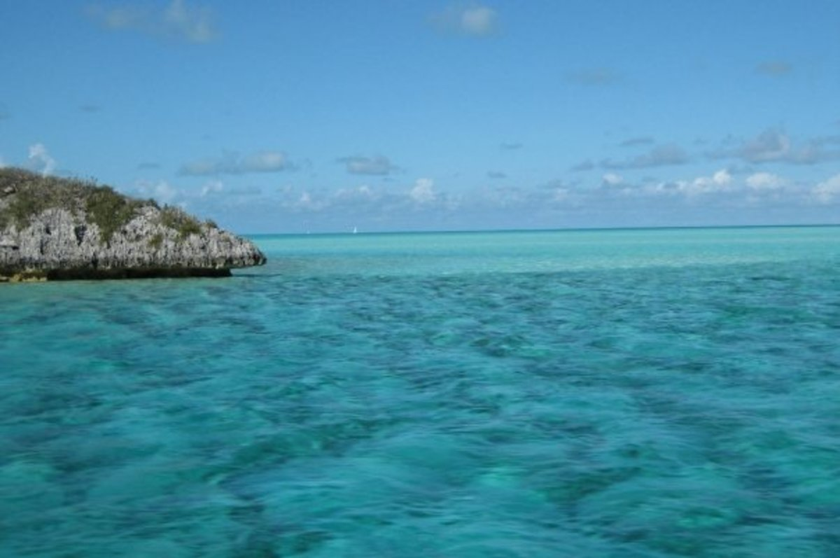 Beautiful turquoise ocean in the Exumas.