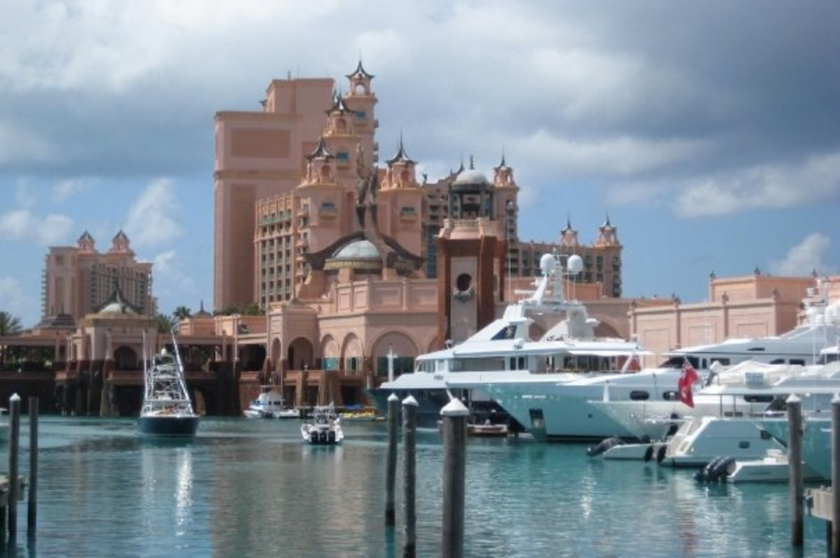 Atlantis Hotel and yachts on Paradise Island