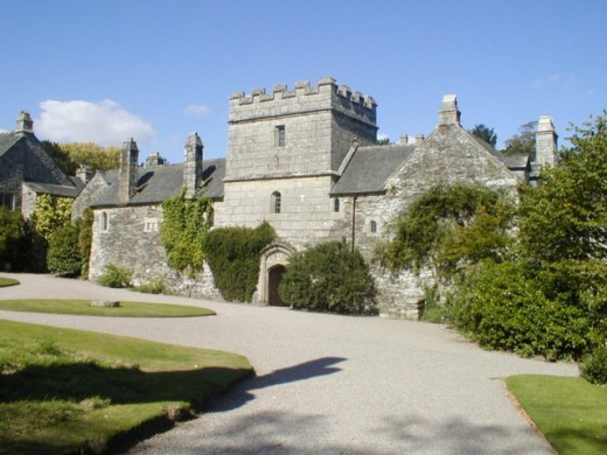 This architectural marvel is a must-see for any mansion enthusiast visiting Cornwall.