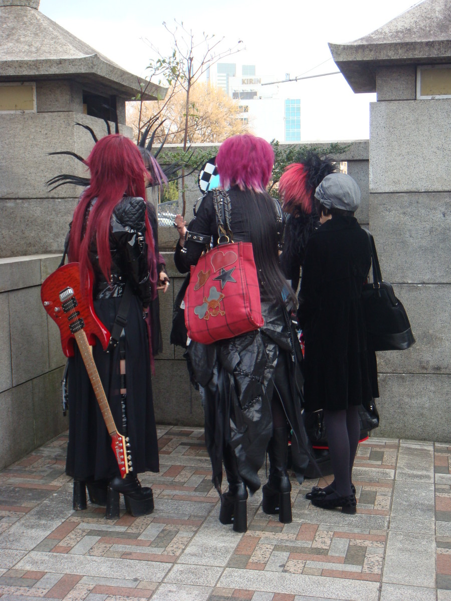 Not the best of pictures, but I think you get the idea about Harajuku youth...