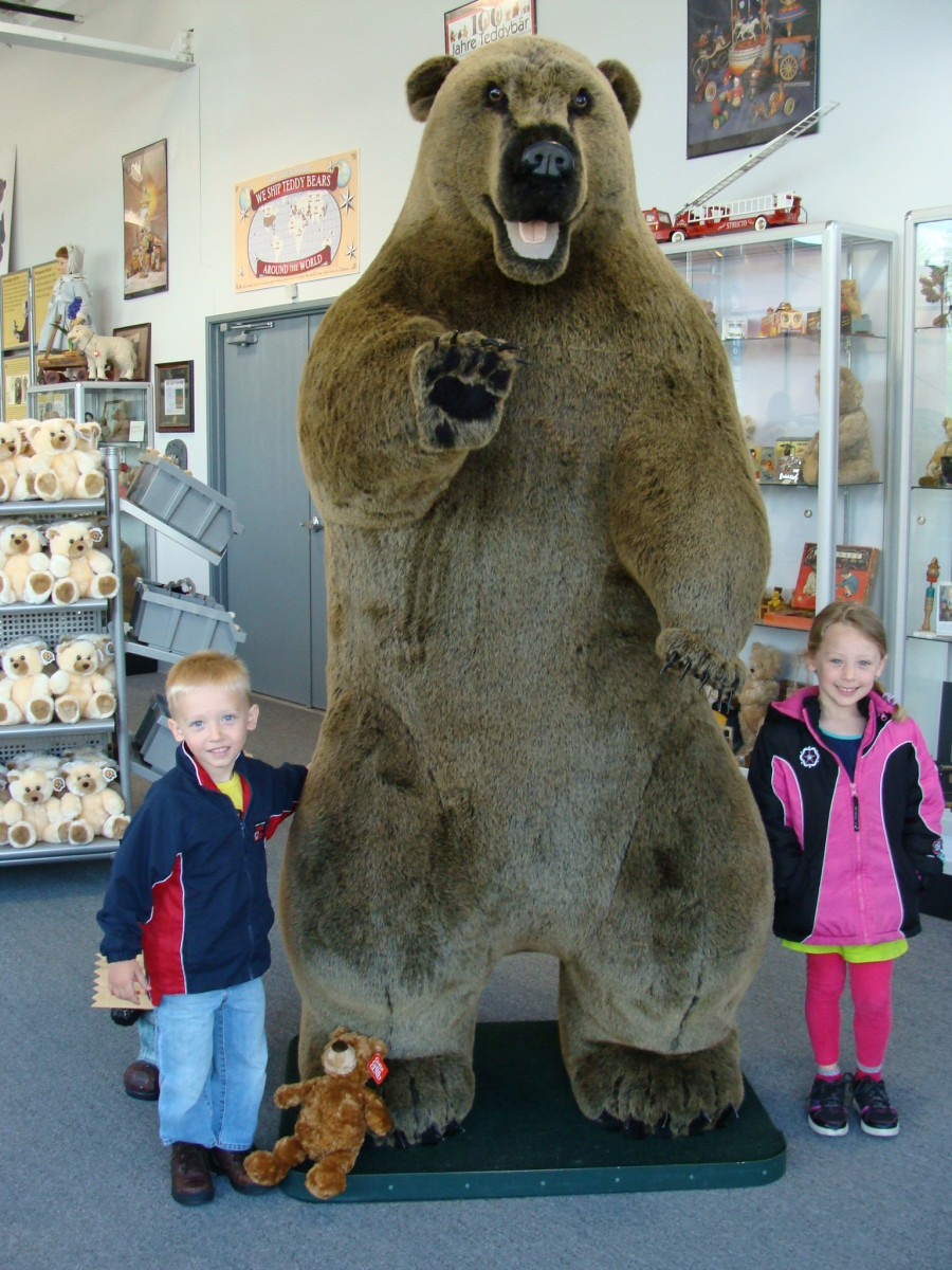 Alex and Grace next to a HUGE bear!