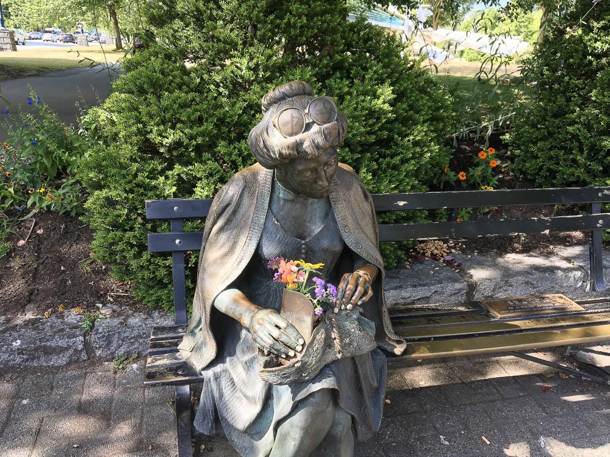 Devonian Harbour Park adjoins Stanley Park. This is the Search sculpture by J. Seward Johnson Jr.