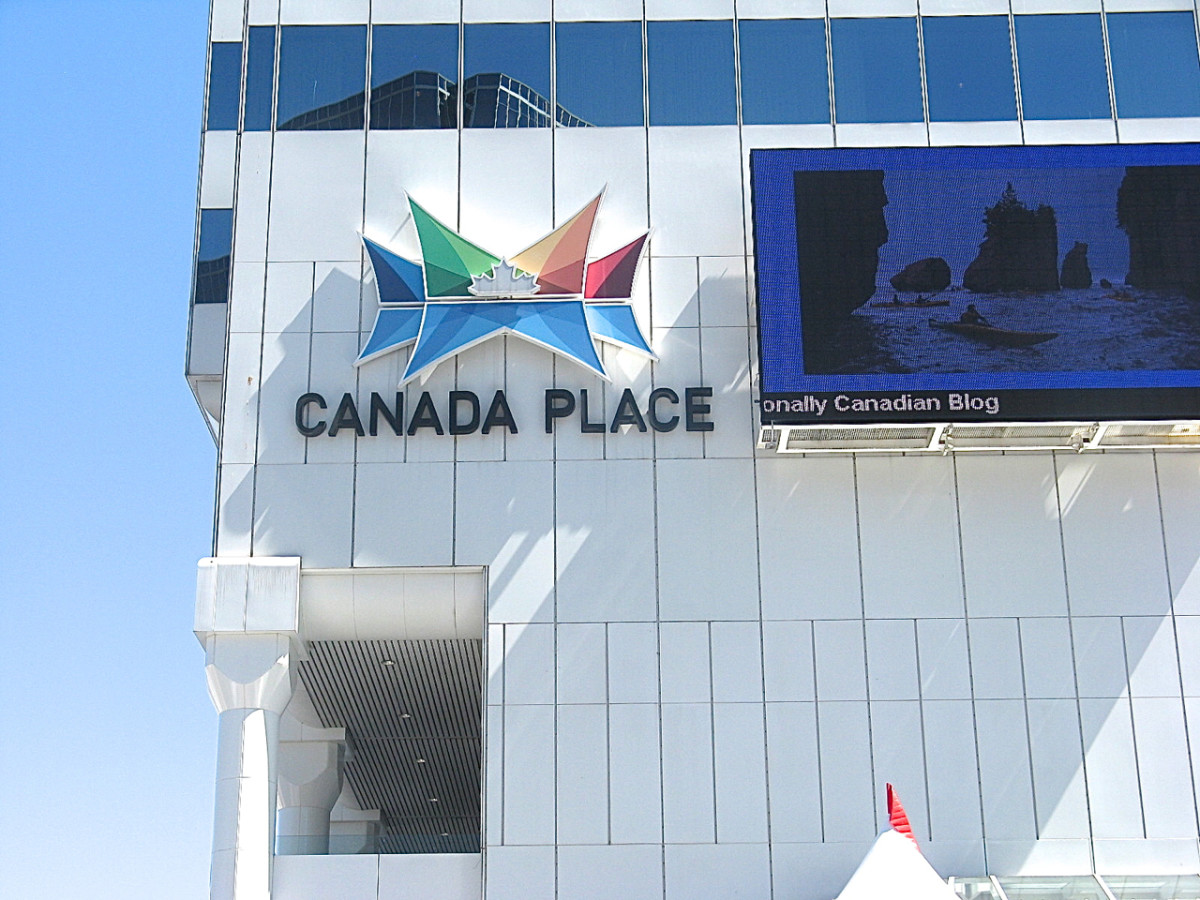 "The Canada Place sign and ""Canada's Storyboard"", a video screen that displays facts about Canada and local events, as well as works by Canadian artists."