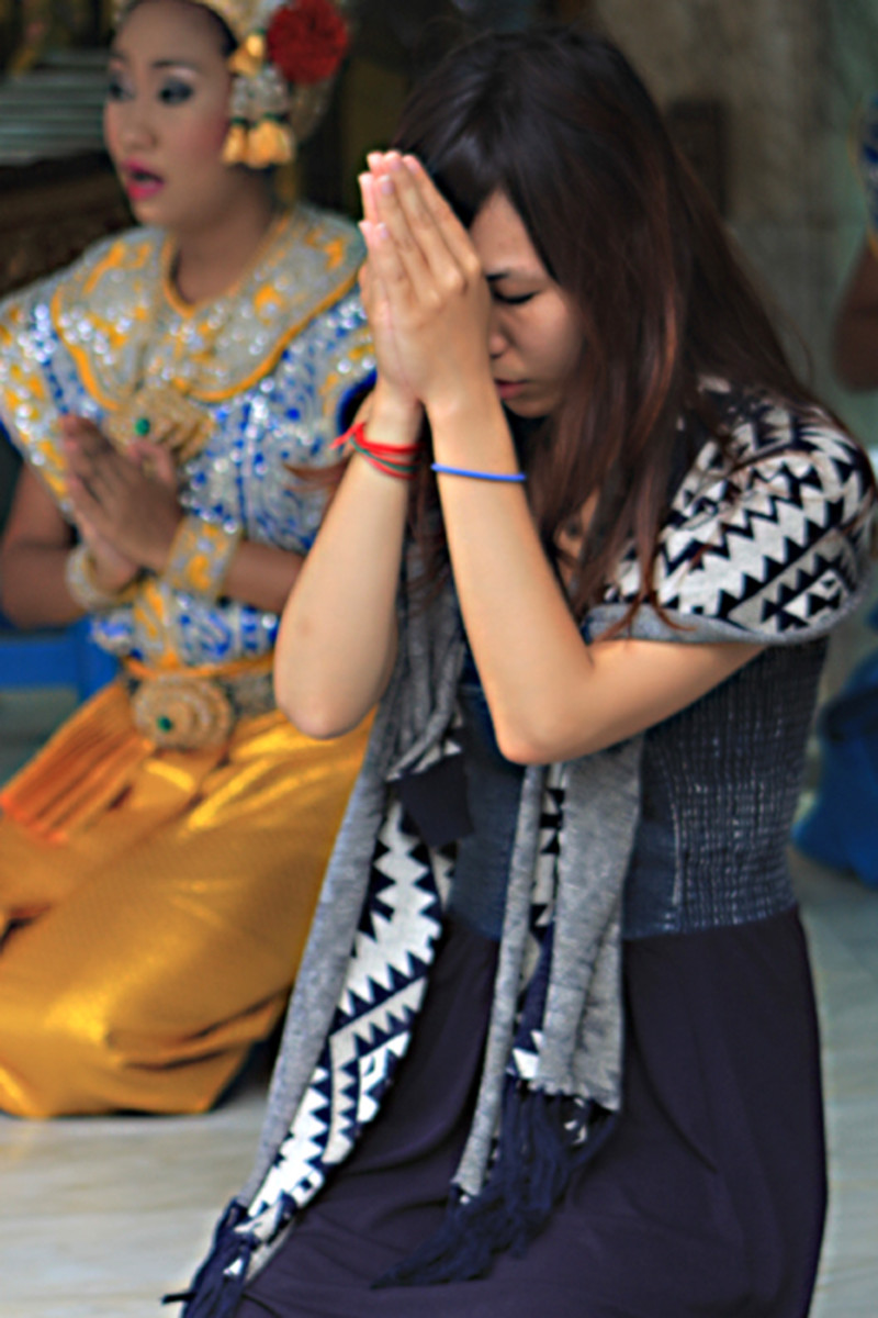 A Thai girl at prayer