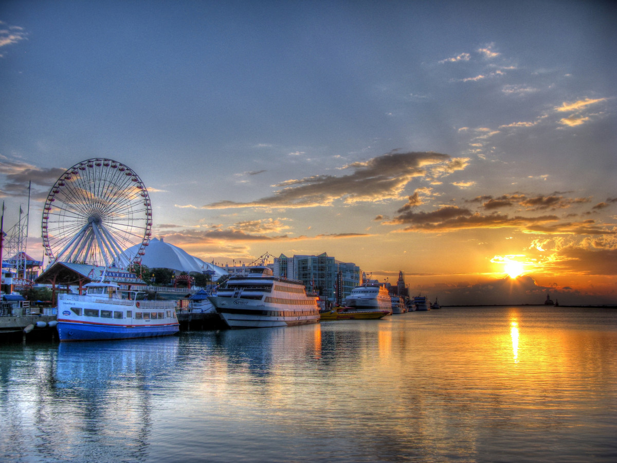 Navy Pier at sunrise in Chicago