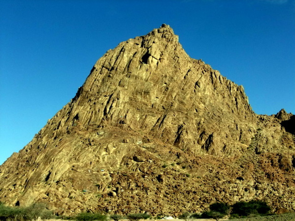 Madinah Magnetic Hill site has beautiful mountains and some are stand alone while some are in contiguous terrain