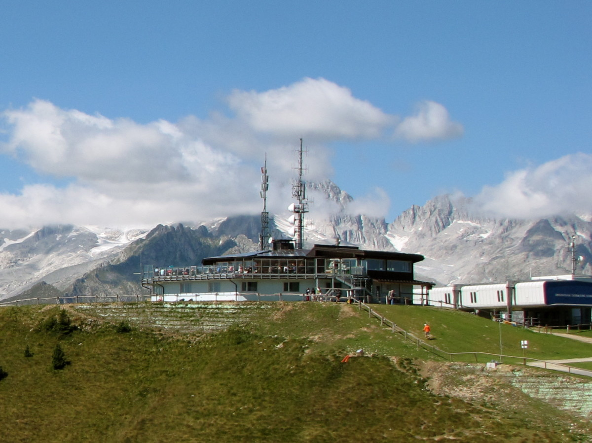 The lift station, restaurant, and outdoor terrace.