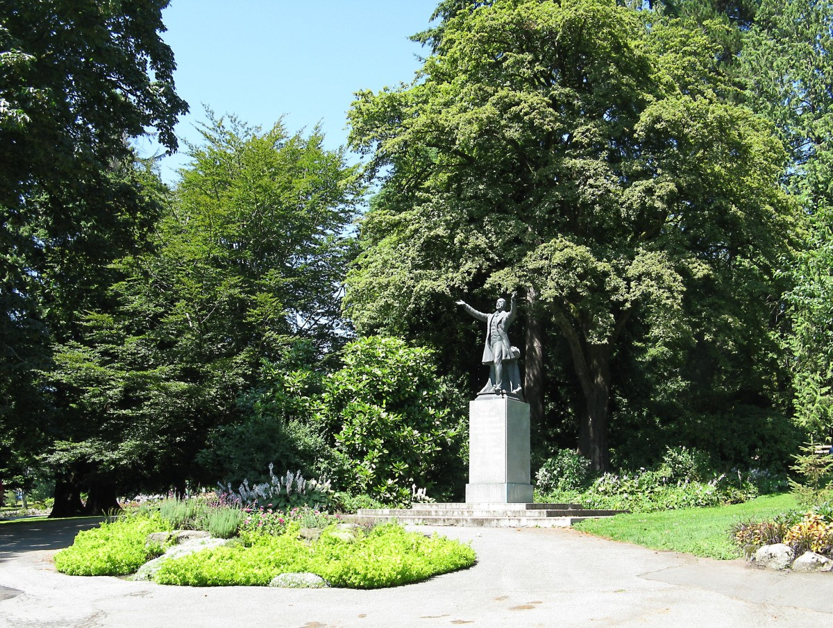 The path on the left of Lord Stanley's statue leads to the rose garden. Lord Stanley was the Governor General of Canada from 1888 to 1893. Stanley Park is named in his honour.