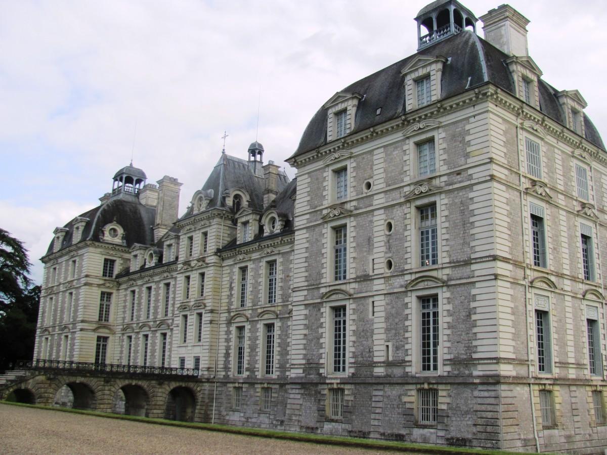 The design of Château Cheverny was inspired by the Luxembourg Palace in Paris.